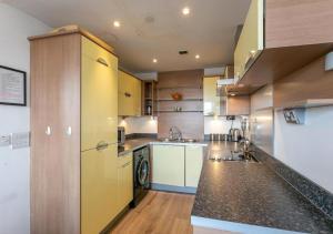 Η κουζίνα ή μικρή κουζίνα στο Kenilworth House