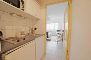 A kitchen or kitchenette at Charming 22m² studio apartment in the centre of Bordeaux