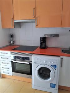 A kitchen or kitchenette at Mc Yolo Apartamento Albufera