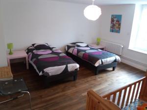 Un ou plusieurs lits dans un hébergement de l'établissement La Héronnière - 3 étoiles avec Spa