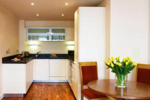 Küche/Küchenzeile in der Unterkunft Marlin Apartments Canary Wharf