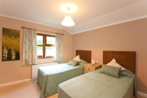 A bed or beds in a room at Crocus Lodge