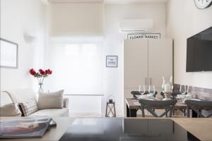 A seating area at BREAK - Via Veneto Charming Suite