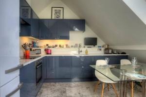 A cozinha ou kitchenette de Luxury St Pauls Penthouse