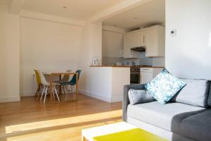 Modern Hammersmith Flat With Terrace