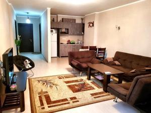 Гостиная зона в Orbi Apartment
