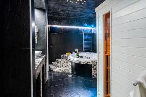 Bagno di Spa Suite Angioini