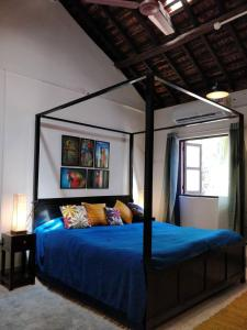 A bed or beds in a room at The Ozran House - Luxury Portugese Stay