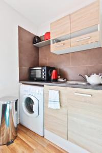 A kitchen or kitchenette at Self contained flats heart of Hendon