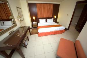A bed or beds in a room at Pearl City Suites By Gemstones
