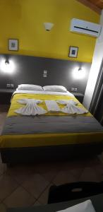 A bed or beds in a room at Pansion Limni