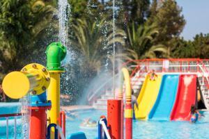 Parque acuático en el apartahotel o alrededores
