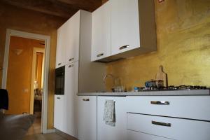 A kitchen or kitchenette at Palazzo Deodara