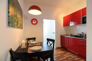 Een keuken of kitchenette bij Boardinghaus Koblenz Altstadt