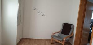 A seating area at Ferienwohnung in Friedrichdorf
