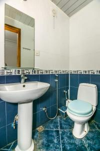 A bathroom at Sadik Akhundovoy Apartment
