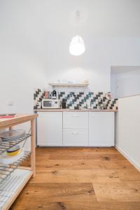 A kitchen or kitchenette at Vienna-Vintage-Apartment