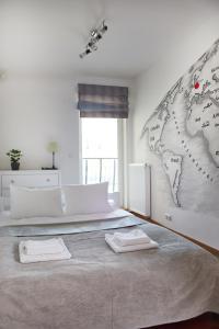 Ein Bett oder Betten in einem Zimmer der Unterkunft Stadion Narodowy 2-Bedroom Apartment