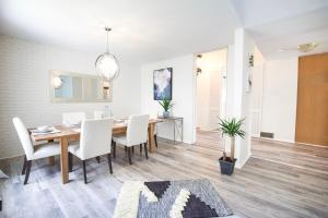 Toronto Vacation and Corporate Stay Home with 3 Bedrooms and 3 Baths