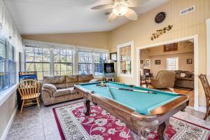 Mansion In The Smokies: Views, Basketball, Minigolf, Firepit Estate biliárdasztala