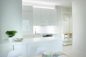 Küche/Küchenzeile in der Unterkunft Modern and compact apartment in Helsinki city