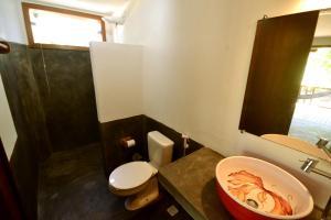 A bathroom at Bo'a Village - Algodões