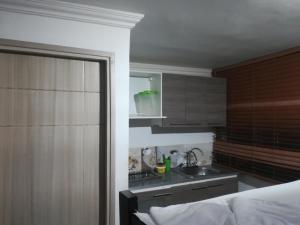 Una cocina o zona de cocina en edificio tocore