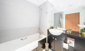 A bathroom at First Stay Apartments - The West Suite