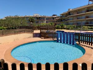 A view of the pool at Golden Beach Apartamentos or nearby