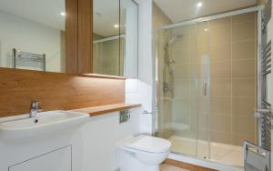 A bathroom at 2 Bedroom 2 Bathroom Apartment with large balcony
