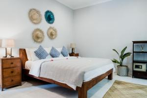 A bed or beds in a room at Kelapa Villas