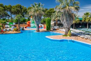 The swimming pool at or near Apartaments Solmar