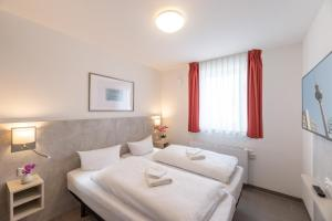 A bed or beds in a room at TRIO Apartment Hotel Berlin