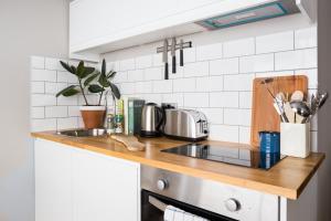 A kitchen or kitchenette at Cuckooz Mansion House