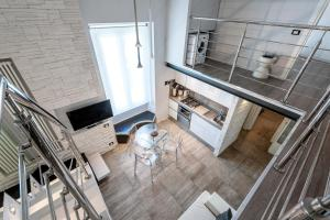 A kitchen or kitchenette at IREX APARTMENTS Tevere Sant'Angelo