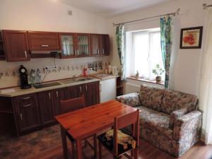 Küche/Küchenzeile in der Unterkunft Große Ferienwohnung mit Wald- und Seeblick. Ein Genuss pur in völliger Natur