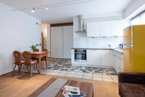 A kitchen or kitchenette at Residenz Feldmühle inclusive Wellness