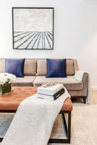 A seating area at Luxury 1 bedroom Battersea Power Station apartment