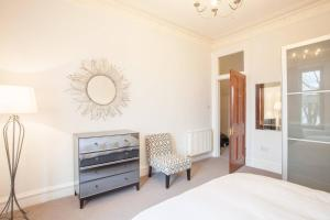 A television and/or entertainment center at Unique and Elegant flat 10 mins from City Centre