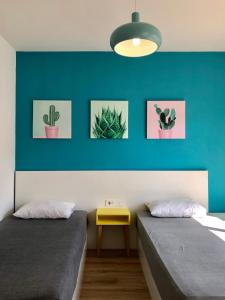 A bed or beds in a room at R&B 2