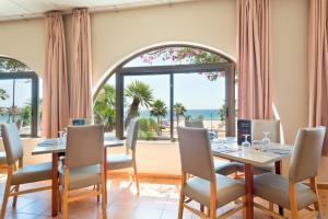 Un restaurante o sitio para comer en Best Club Vacaciones Pueblo Indalo