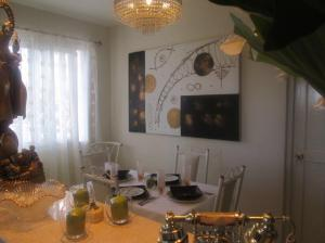 A restaurant or other place to eat at Penthouse: La NeNa