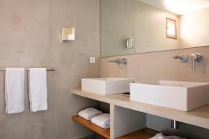 A bathroom at Résidence Santa Giulia Palace
