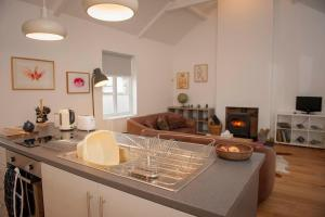 A kitchen or kitchenette at The Reading Room