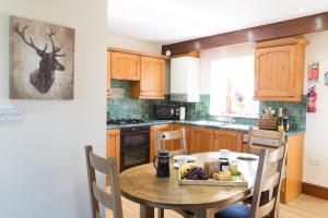 A kitchen or kitchenette at Pattys Farm Barn