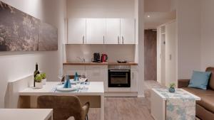 A kitchen or kitchenette at Amper Art Boardinghouse