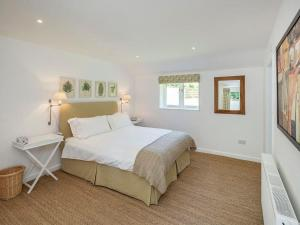 A bed or beds in a room at Pond Cottage