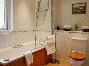 A bathroom at 18 Thrang Brow
