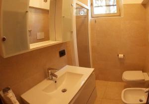 A bathroom at Primavera Bardolino