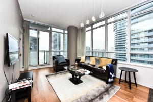 A seating area at Sarkar Suites - Maple leaf Square